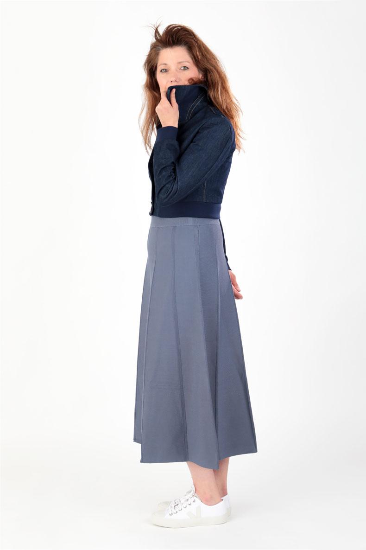 Schnittmuster-Collegejacke-Jacke-Holly-Jeans-von-der-Seite-mit ...