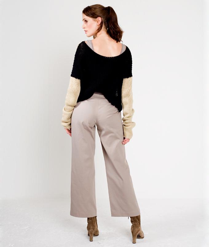 Schnittmuster Hose Nina ist eine schicke Hüfthose mit leicht ausgestellten Beinen.